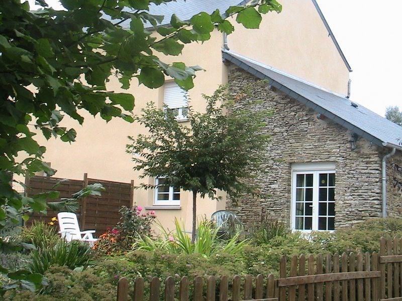 Gîtes de France - A proximité immédiate de la cité du cheval, cette bâtisse restaurée se situe dans un vallon tranqui...