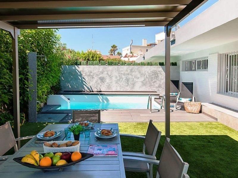ET1 Beach house w/private pool