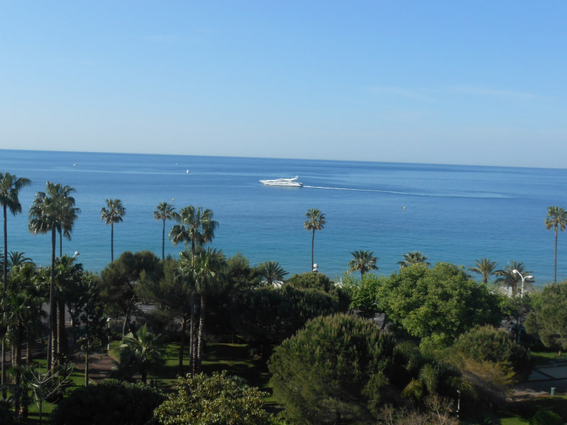 vue de la terrasse : la mer plein les yeux !