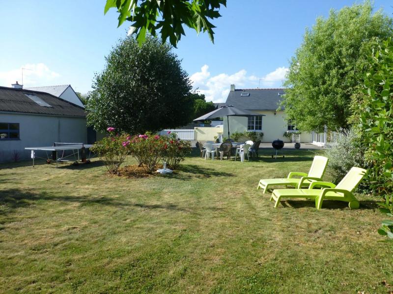 Le jardin, la cour, la maison