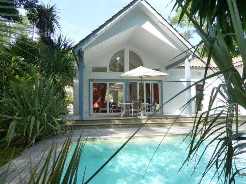 Vue terrasse couverte accés piscine