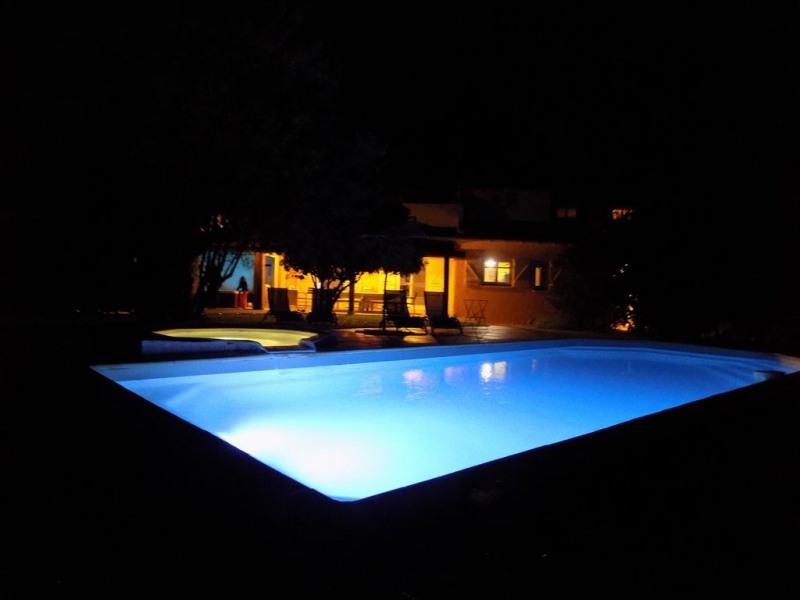 Belle villa à 3 Kms du centre de Porto Vecchio, piscine chauffée, 2 jacuzzi, chemin privé