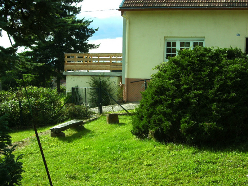 la maison ,coté jardin clos