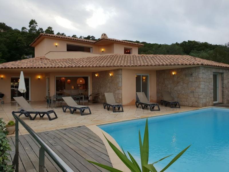 Villa de charme-Porto-Vecchio- vue mer,piscine chauffée et jacuzzi.