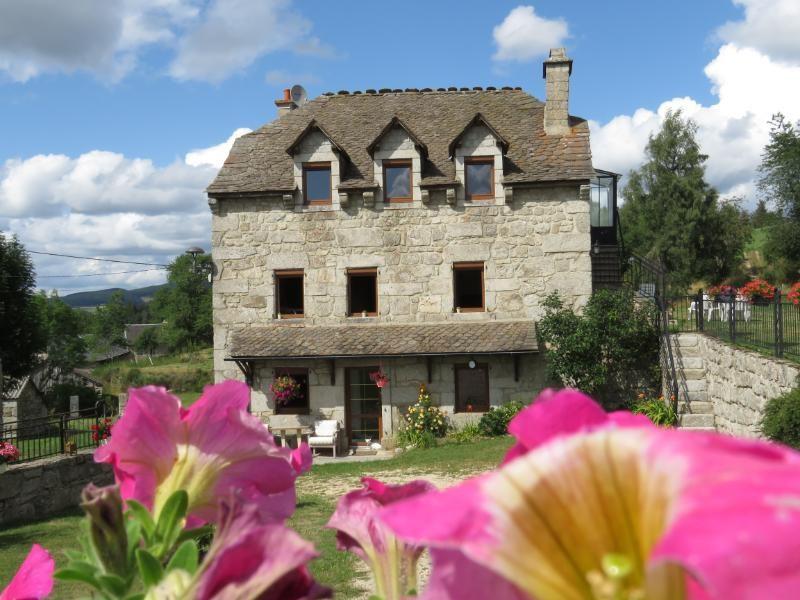 Location vacances Saint-Alban-sur-Limagnole -  Gite - 4 personnes - Barbecue - Photo N° 1