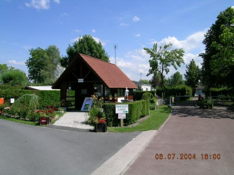 Camping des Roses, 13 emplacements, 60 locatifs