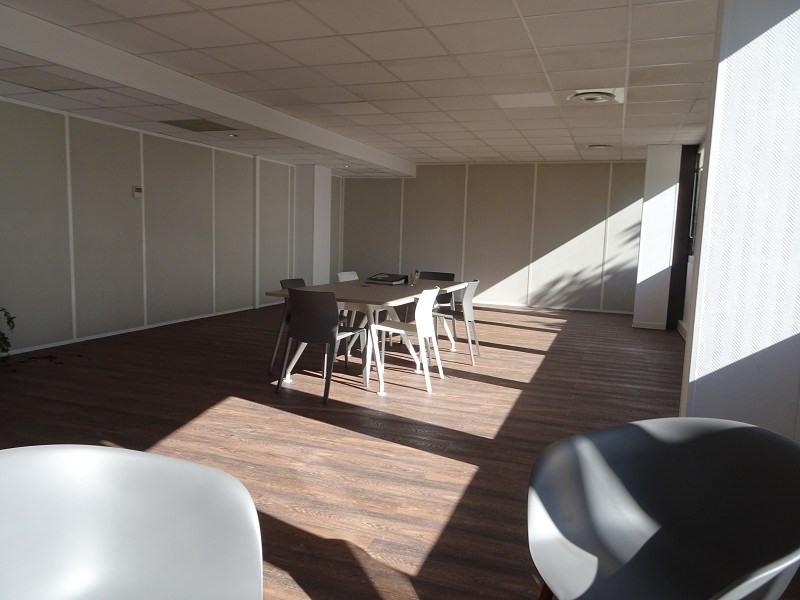 location bureau lab ge 31670 bureau lab ge de 37 13 m ref 310123072. Black Bedroom Furniture Sets. Home Design Ideas