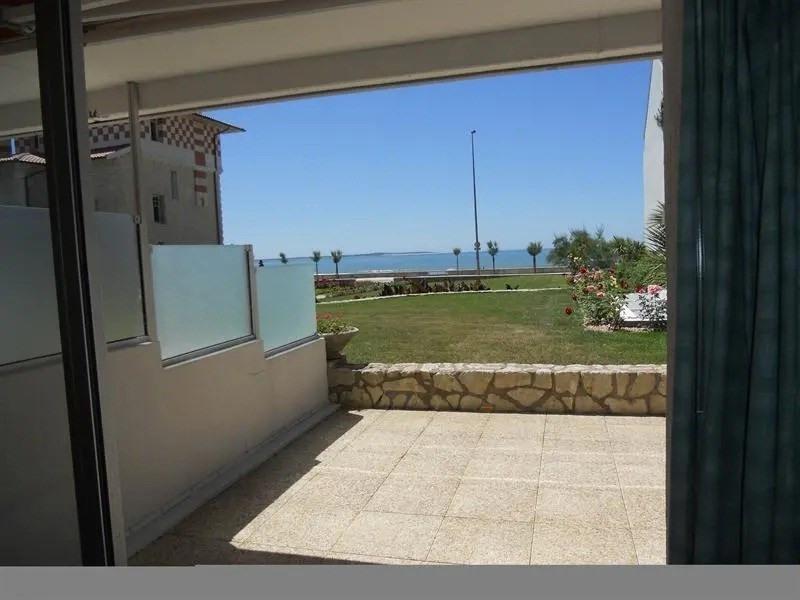 A Royan - face à la mer et à la plage, dans résidence de très bon standing, et dans quartier rési...