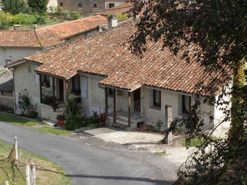 Location vacances Blanzac-Porcheresse -  Maison - 4 personnes - Barbecue - Photo N° 1