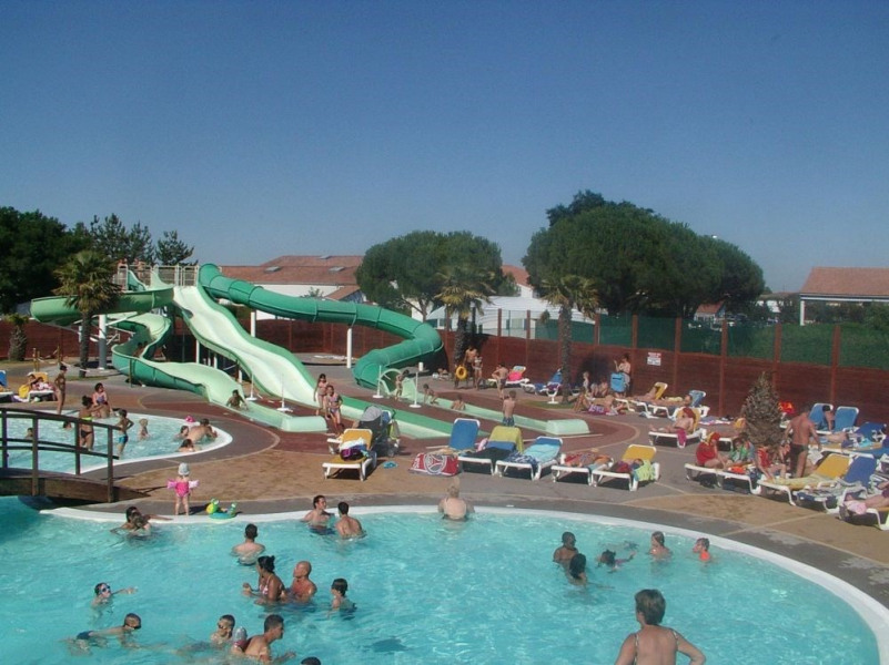 Capfun - Camping Le Curtys', 9 emplacements, 212 locatifs