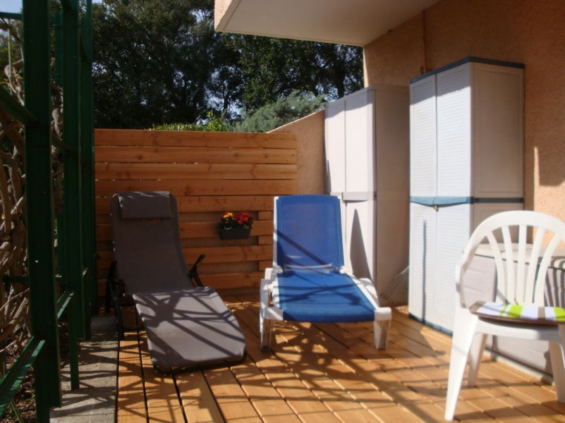 A 150m de la plage et des commerces, grand studio en rez de jardin avec belle terrasse