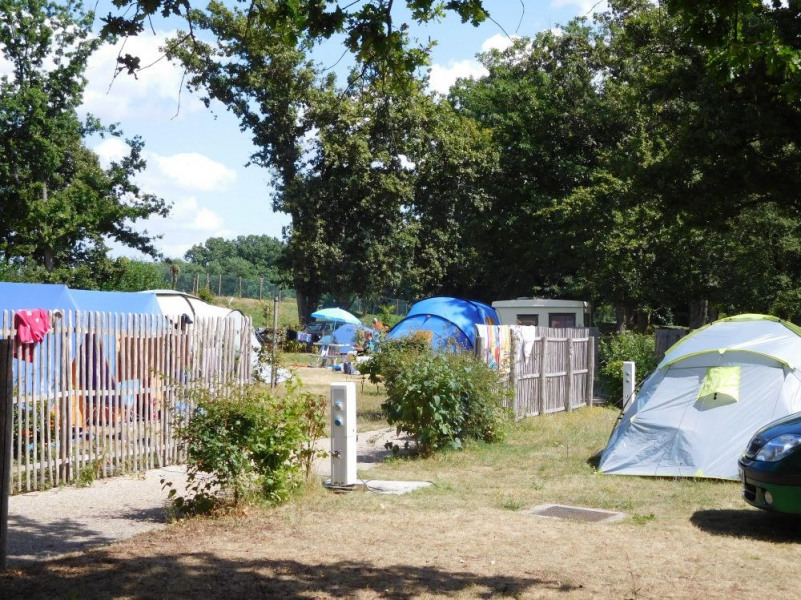 Camping du Lac, 115 emplacements, 11 locatifs