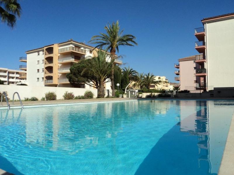 Sainte Maxime (83) - Centre - la Palmeraie 1. 2 pièces - 40 m² environ - jusqu'à 4 personnes. Une location de vacance...