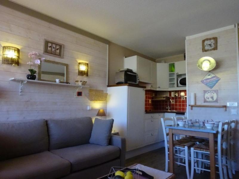 Appartement studio de 24 m² environ pour 4 personnes, cette résidence totalement indépendante est située face aux pis...
