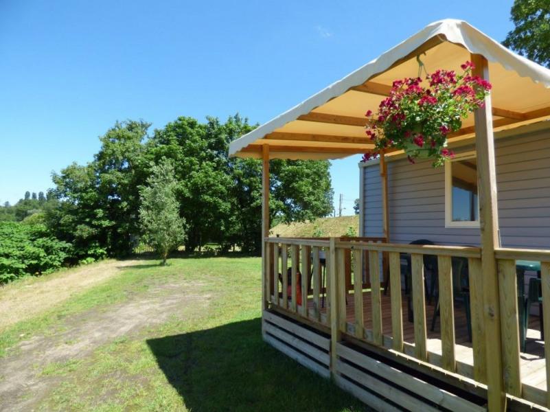 Ce camping est situé en bord de Loire, à proximité du centre-ville et des voies vertes.