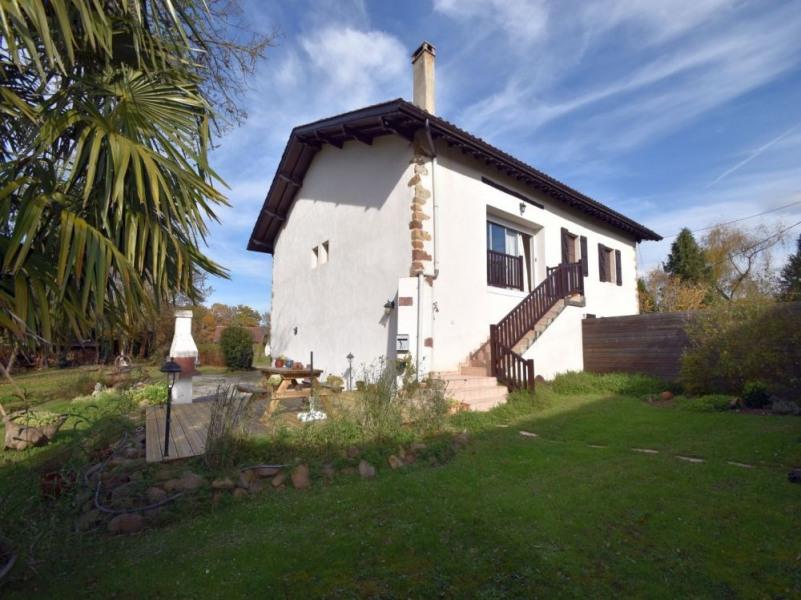 A 4 km de St Jean Pied de Port, cet appartement mitoyen aux propriétaires offre une belle vue sur la montagne basque.