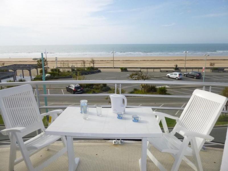 Appartement 1 pièce + cabine de 27 m² environ pour 4 personnes située à 50 m de la plage, à proximité du Palais des C...