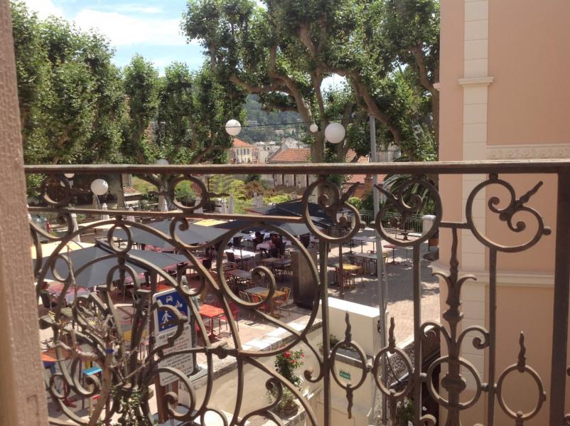 Du balcon, vue de la Place Bellevue