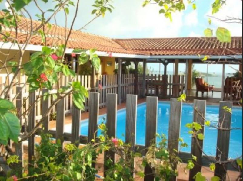 Piscine dans jardin ouvert sur le séjour,salon vue sur les ilets, baignoire