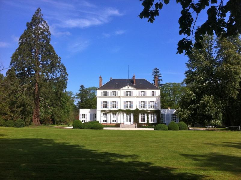 Château, restauré par un architecte, idéal pour se retrouver en famille ou entre amis:  parc, pis...