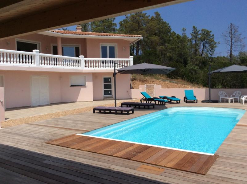 Tres Belle Villa avec piscine chauffée   idéale pour passer des vacances en famille ou entre amis
