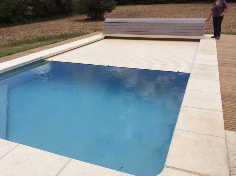 Volet électrique de la piscine