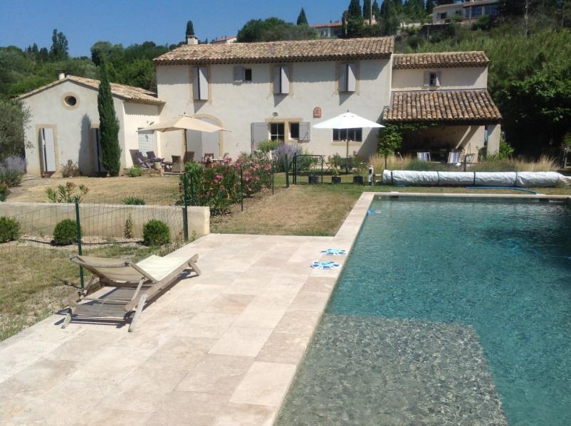A louer proximité Aix-en-Provence, Mas provençal récent de grand standing