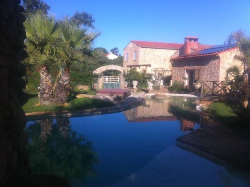 Villa de caractère  avec jardin et  piscine