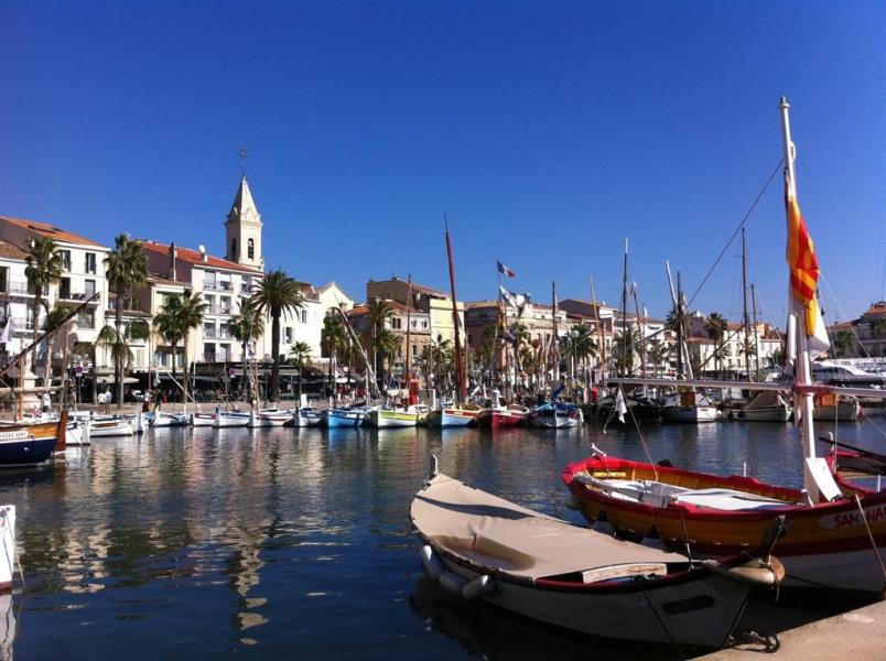 Venez séjourner à Sanary sur Mer, village provençal au bord de la méditerranée,