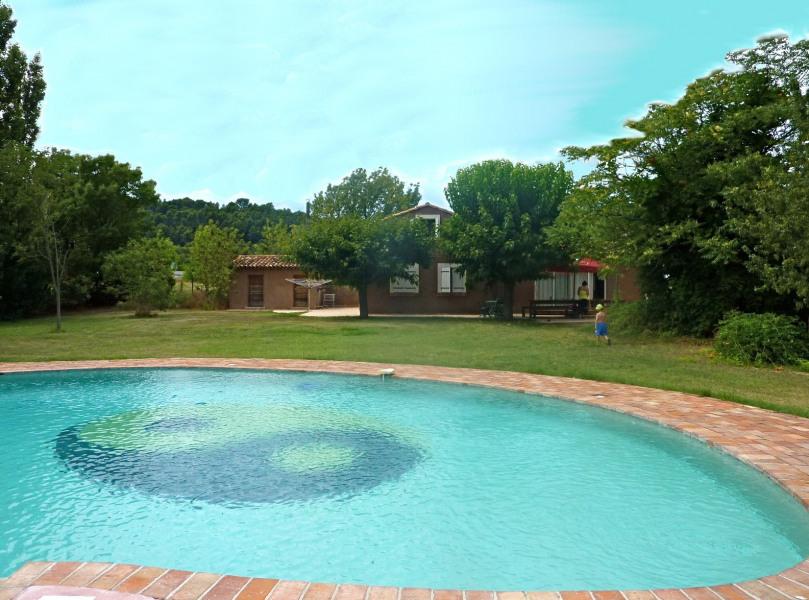 Belle piscine forme libre