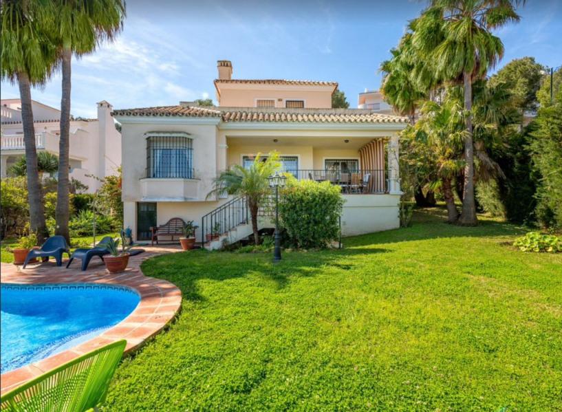Villa pour 6 personnes avec piscine privative dans quartier résidentiel situé sur le golf de Miraflores à Riviera