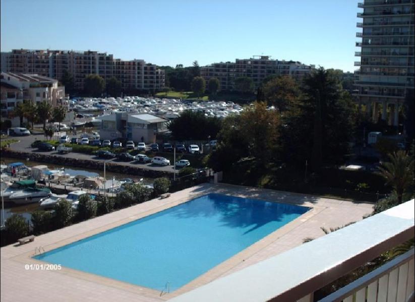 bel appartement avec piscine et vue sur le port