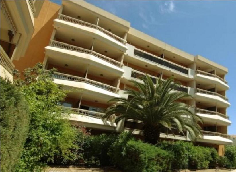 Appartement au Coeur de Sainte Maxime à 150 m de la mer avec garage sécurisé
