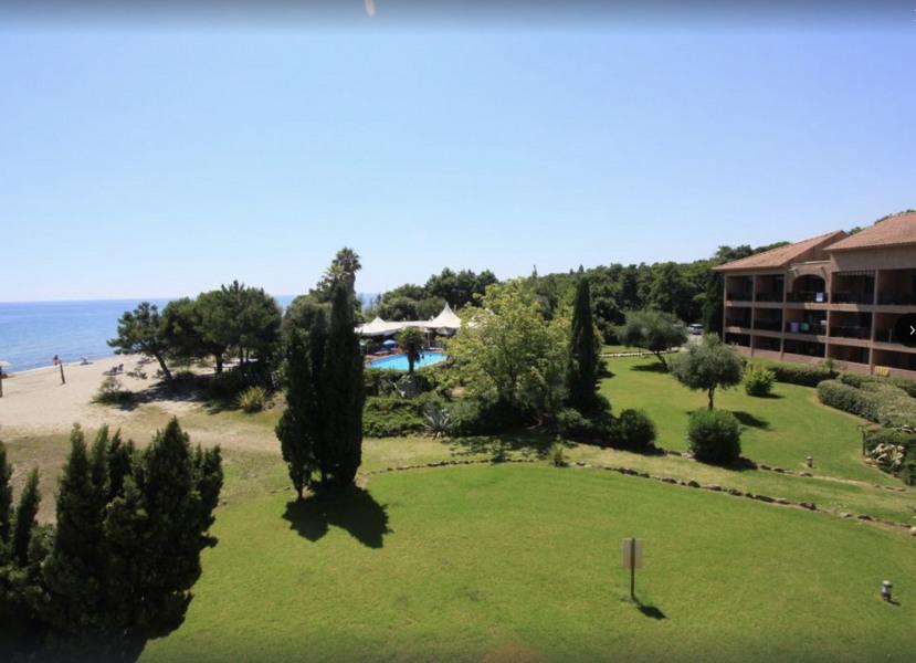 Location vacances Santa-Lucia-di-Moriani -  Appartement - 4 personnes - Court de tennis - Photo N° 1