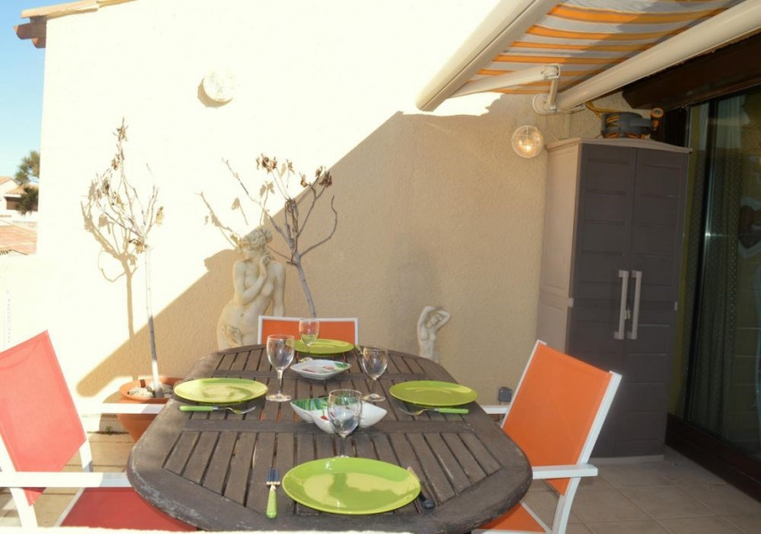 Port-Leucate(11) - Quartier naturiste - Aphrodite village. Trois pièces - 39 m² environ - jusqu'à 6 personnes.