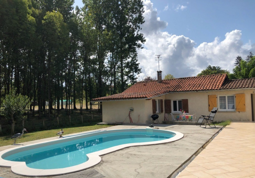 Location vacances Montpon-Ménestérol -  Gite - 4 personnes - Barbecue - Photo N° 1