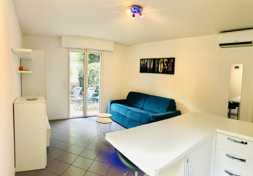 Location vacances Antibes -  Appartement - 2 personnes - Chaise longue - Photo N° 1