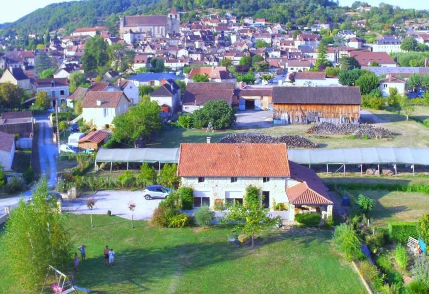 vue ensemble maison sur terrain clos et village St