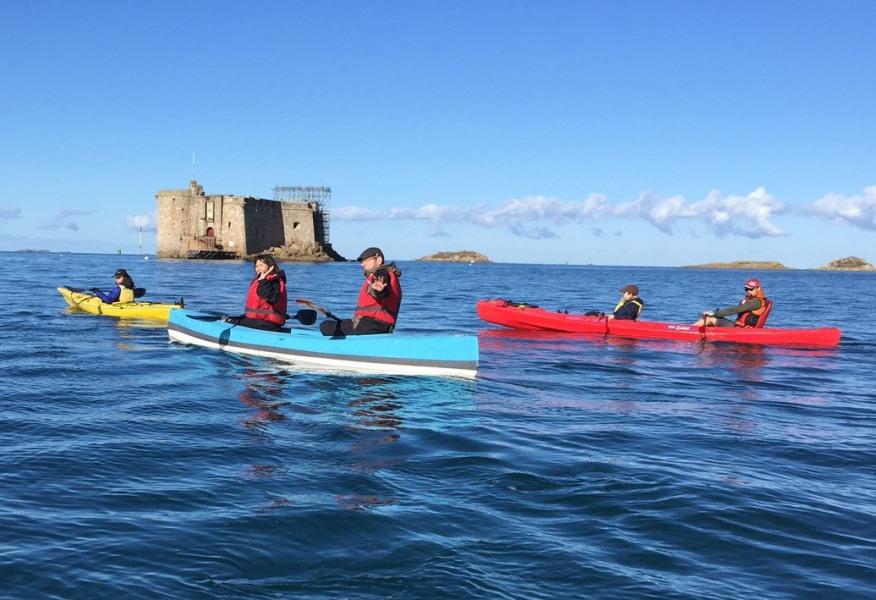 sortie possible en mer en baie de Morlaix, au pied du Chateau du Taureau