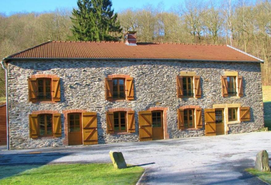 Gîte Le Cabrera à Neufmanil - à 11 Km de Charleville-Mézières. Ancien moulin du XIXème siècle rénové dans vaste terra...