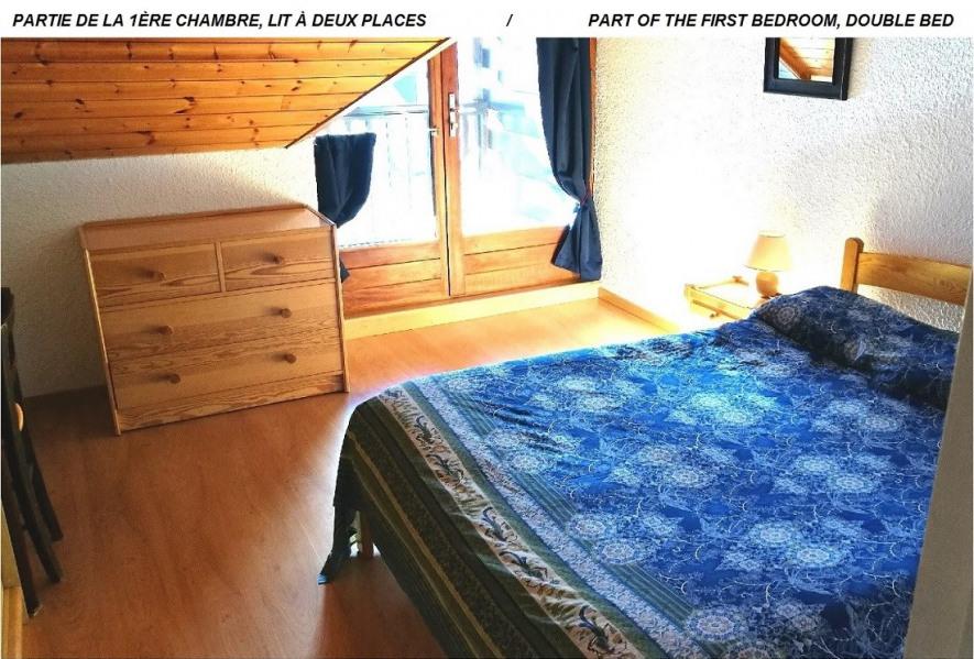 Partie de la 1ère chambre (avec balcon). 1 lit à deux places