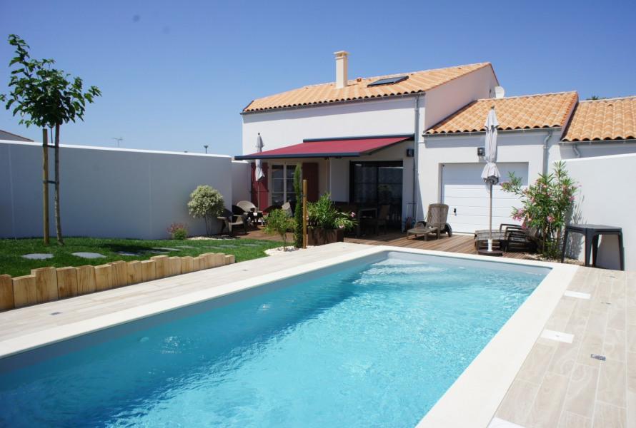 Maison de Cérès avec sa piscine chauffée à 29°C