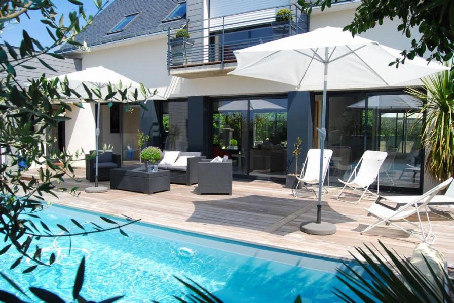 La piscine et sa terrasse au Sud