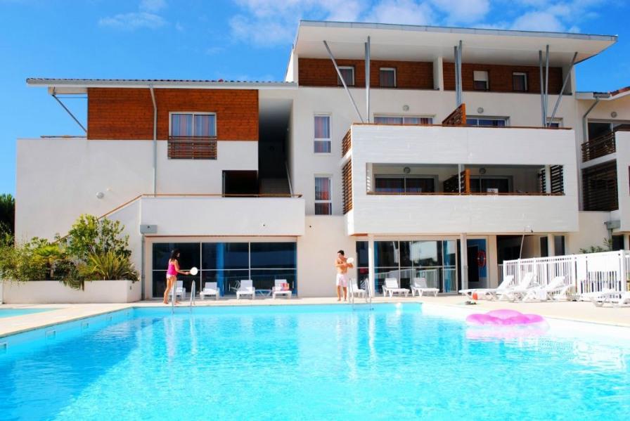 A 100m de la plage et 200m du golf, appart 4-8 pers dans résidence avec piscine