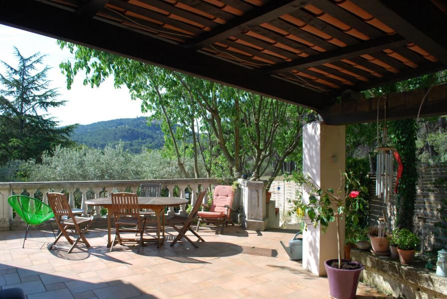 La terrasse au soleil ou à l'ombre .. au choix.