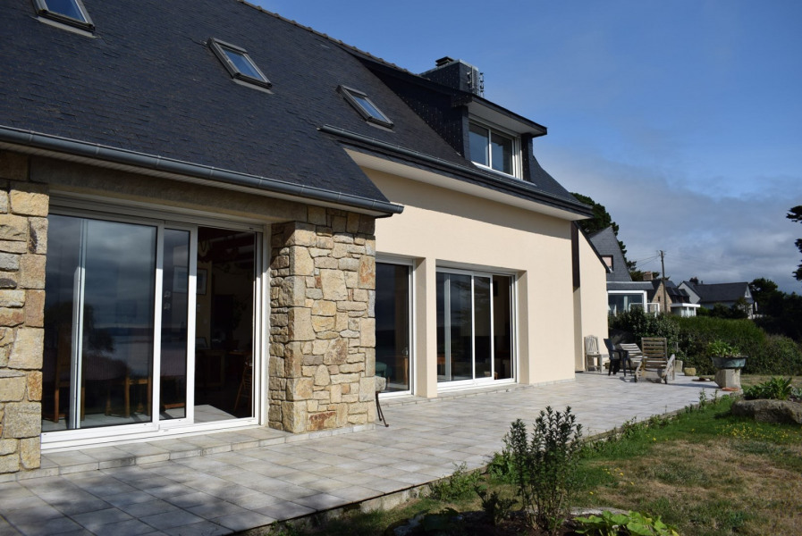 Large House with SEA VIEW sleeps 9 in Trébeurden