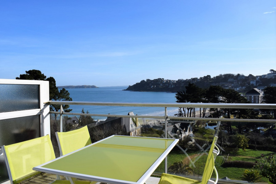 Apartment 2/4 pers EXCEPTIONAL SEA VIEW with terrace in PERROS-GUIREC