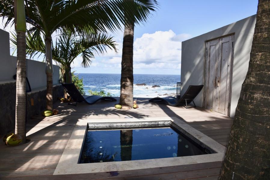 Balinea Lodge  Petit coin de paradis face à l'océan, jacuzzi privé