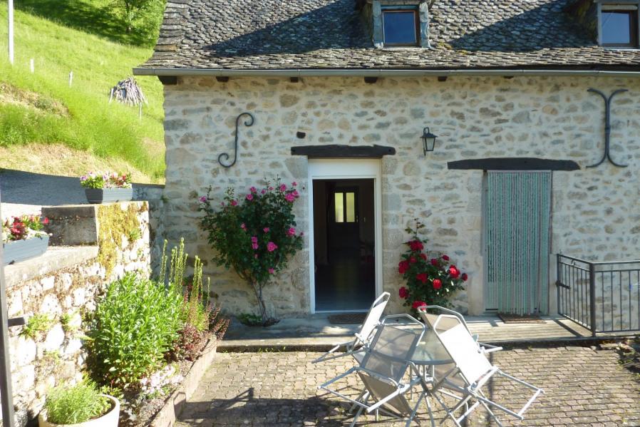 Location vacances Entraygues-sur-Truyère -  Appartement - 3 personnes - Salon de jardin - Photo N° 1