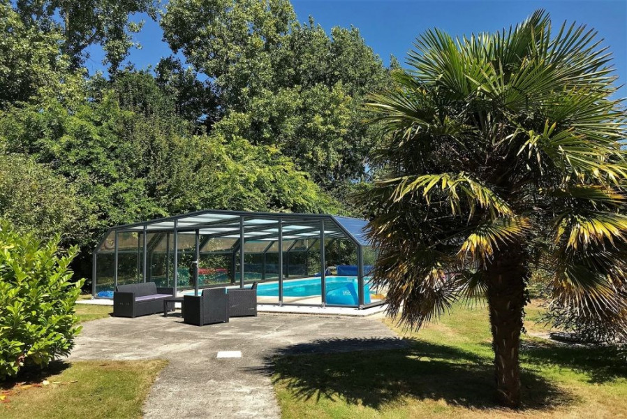 Villa de plain-pied avec WIFI, piscine privée sous abris haut à PLEUMEUR-BODOU